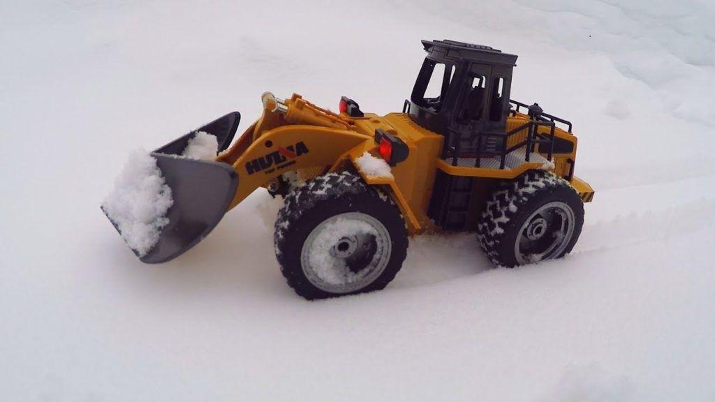 Huina 1586 Снігоприбиральна машина RC